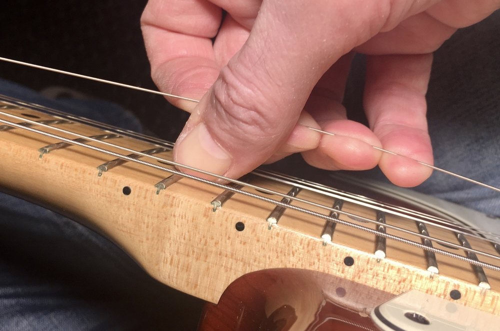 Tuning & Stretching an electric guitar